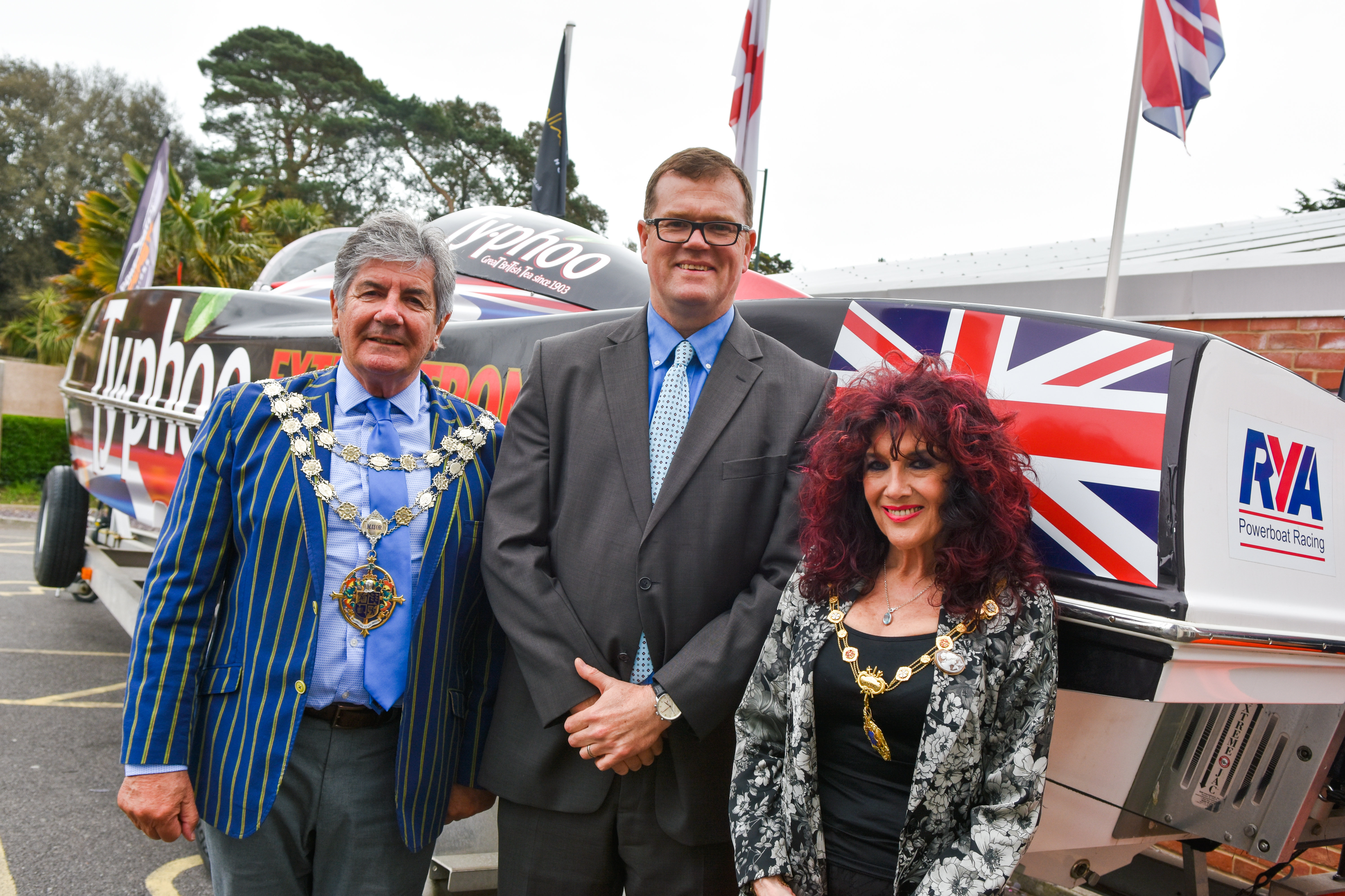 Robert Wicks with The Mayor & Mayoress - A P1 Panther boat outside the event venue